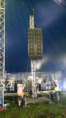 Line array being set up